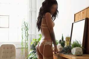 Kamilla live escort in Central Point & sex guide
